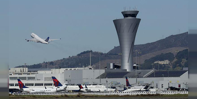 Havalimanına araçla daldı