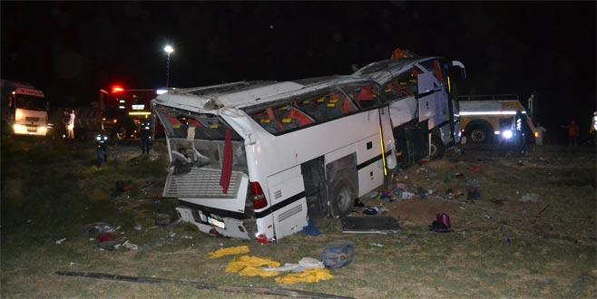 Otobüs devrildi: 17'si polis 41 yaralı