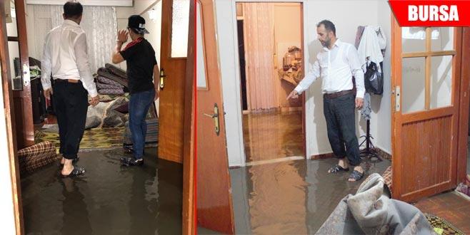 Sağanak hayatı olumsuz etkiledi! Birçok evi su bastı
