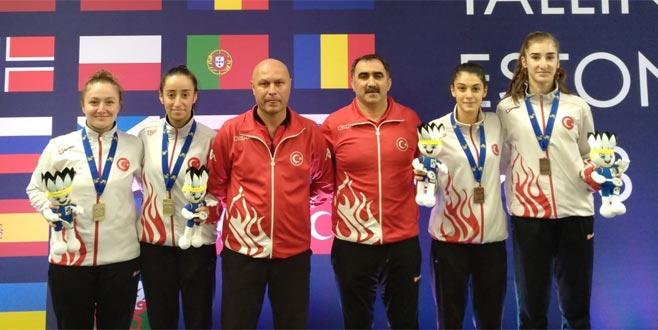 Badmintonda altın geldi
