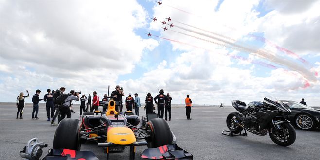 Dev yarış! Sofuoğlu, F-16 uçağı ve F1 aracıyla yarıştı