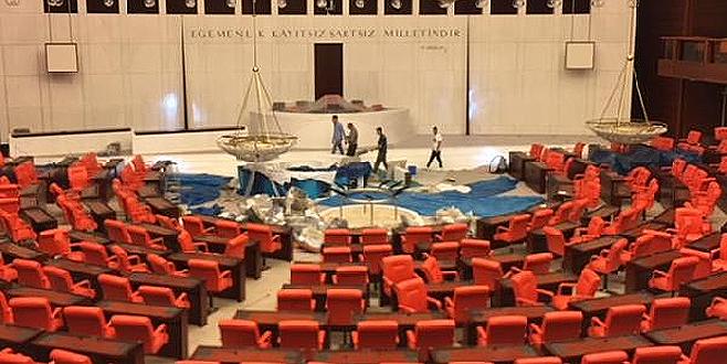 Bakanlar Kurulu sıraları Meclis'ten kaldırıldı