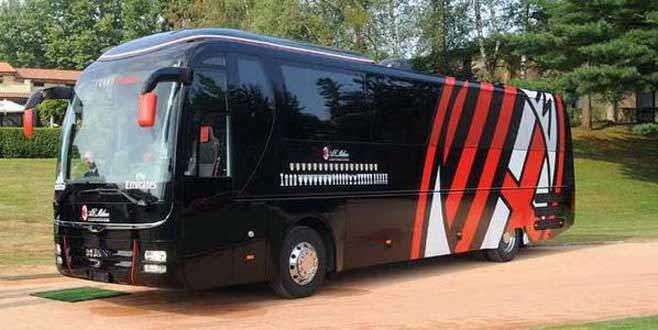 Bir devin çöküşü! Milan takım otobüsünü sattı
