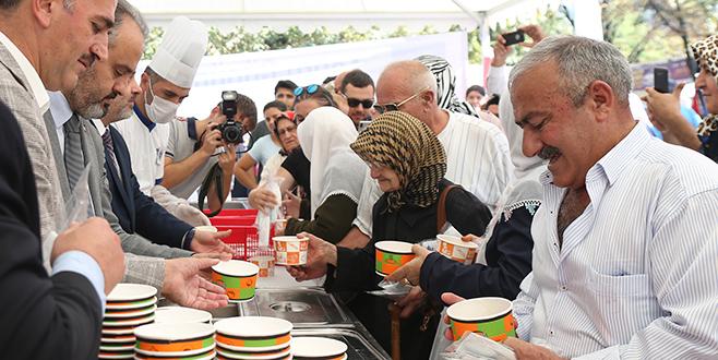 Bursa'da ilk aşure Başkan'dan