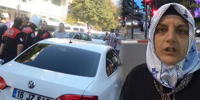 Ara sokaktan geçerken kendisine çarpan sürücüyü uyardı, darp edildi!