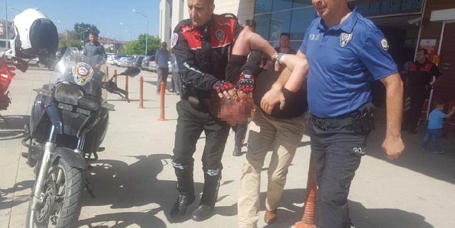 Otomobiliyle çarptı, dövdü ve serbest kaldı...