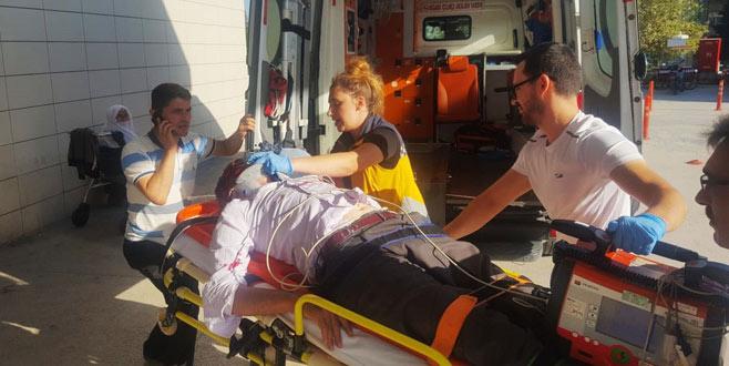 Kendisine çarpan ambulansla acil'e geldi!