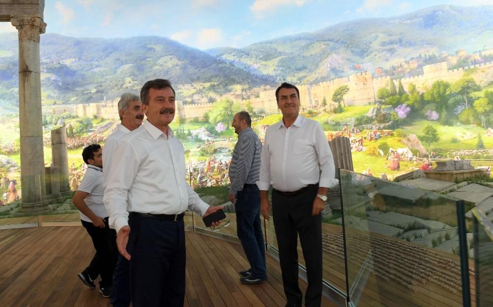AK Parti teşkilatları Fetih Müzesi'ne hayran kaldı