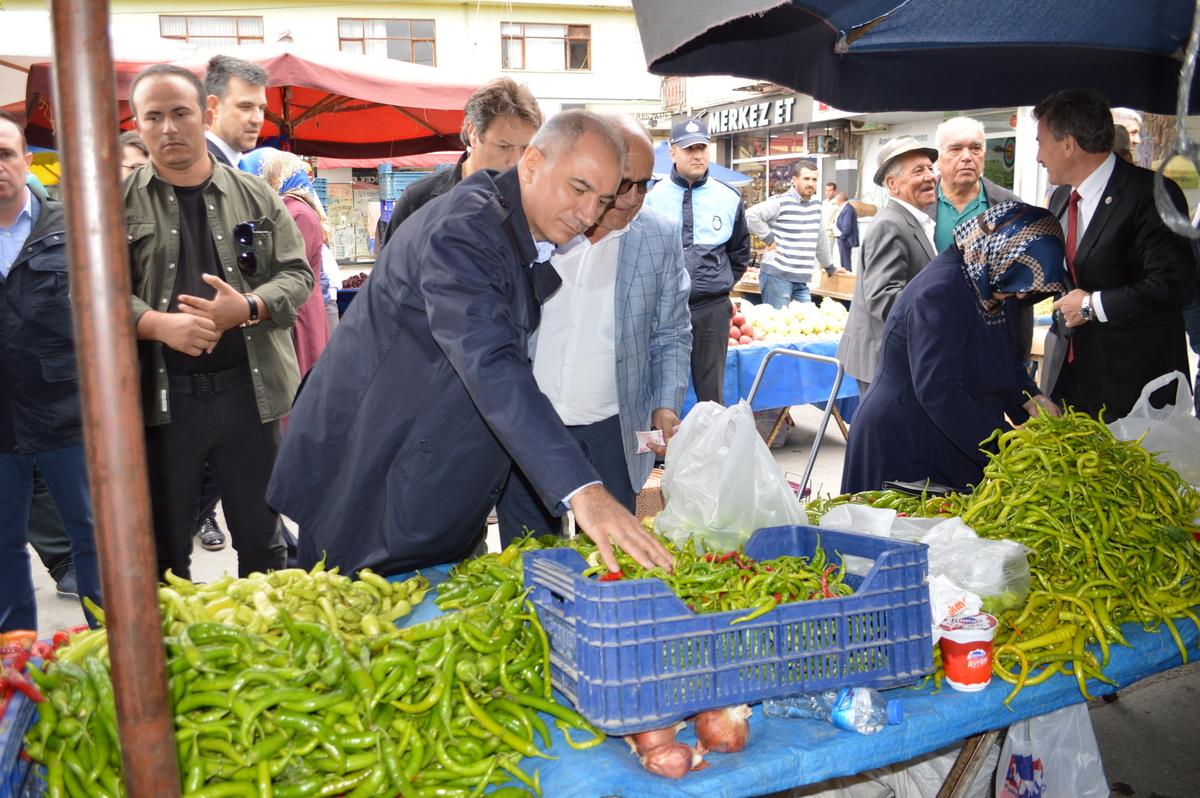 Efkan Ala, pazarda alışveriş yaptı