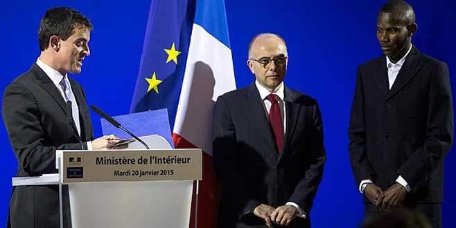 Paris'te 15 kişiyi kurtaran genç Fransız vatandaşı oldu