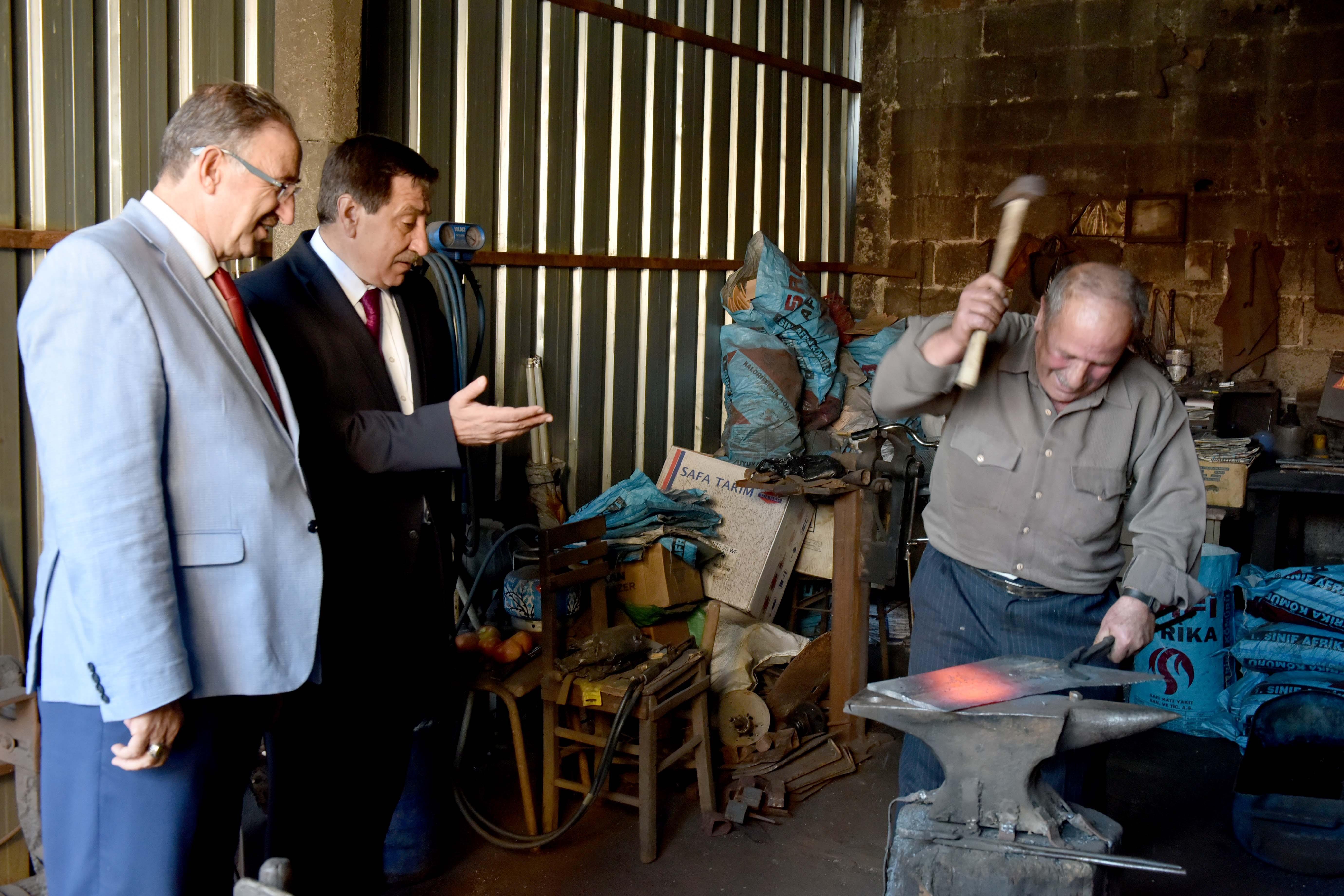 Vali Küçük'ten Suuçtu'ya elektrik müjdesi