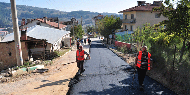 Keles'de asfaltlama çalışmaları hızlandı