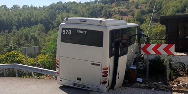 Tur midibüsü kaza yaptı: Çok sayıda yaralı var