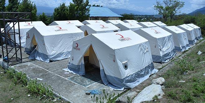 Endonezyalı afetzedeler Türkiye'den götürülen çadırlarda kalacak
