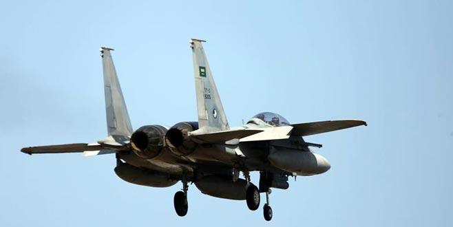 Suudi Arabistan'a ait askeri uçak düştü!