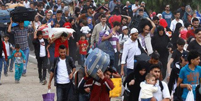 Binlerce Suriyeli Türkiye'ye doğru yola çıktı