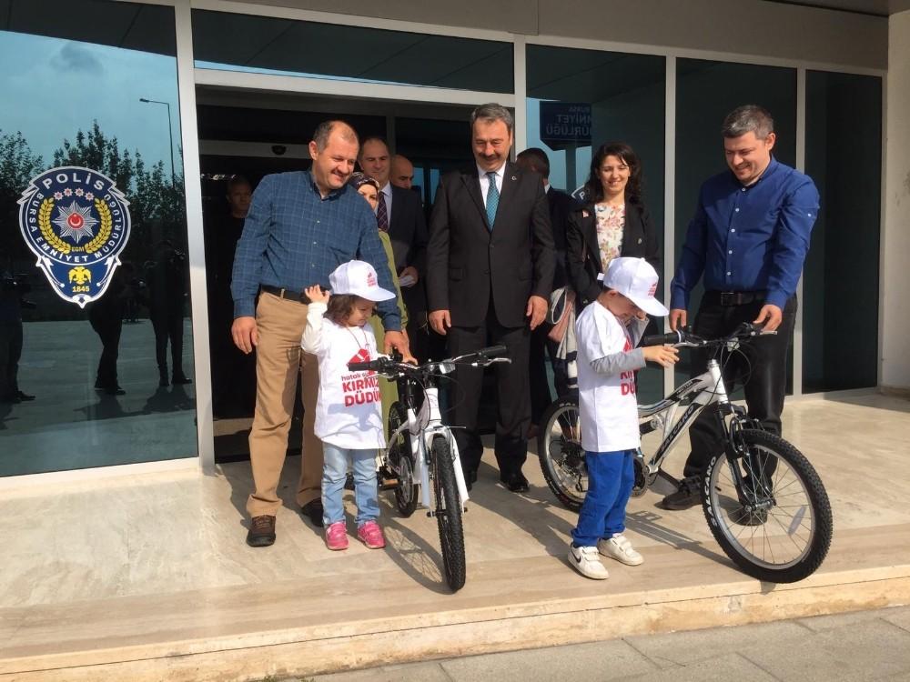 Emniyetten çocuklara bisiklet