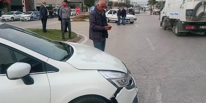 Bursa'da iki otomobil çarpıştı: 2 yaralı
