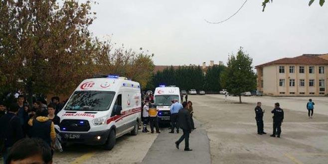 Lisede gaz kaçağı paniği: Bina boşaltıldı, okul tatil edildi