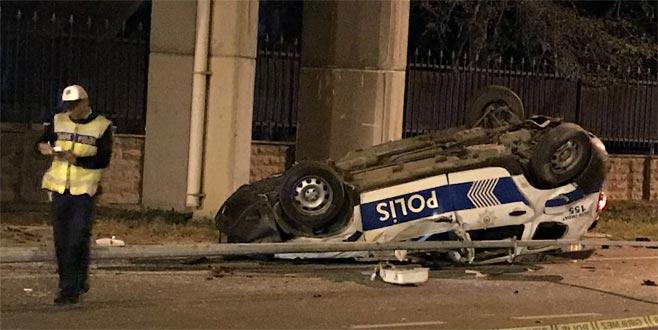 Polis aracı devrildi: Yaralılar var