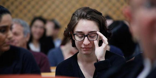 İsrail'de ABD'li kız öğrenciye 'çirkin afiş'