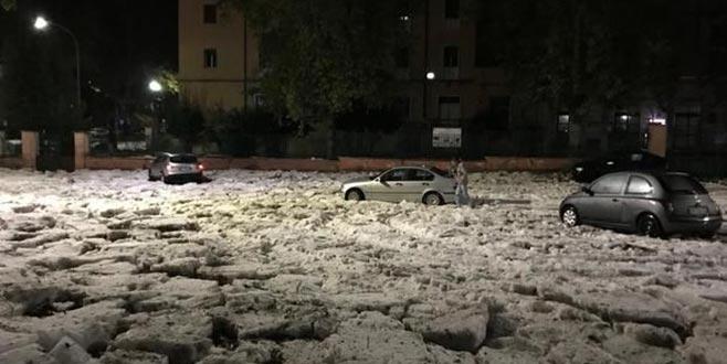Roma'da dolu fırtınası hayatı felç etti