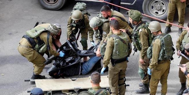 İsrail askerini bıçaklayan Filistinli genç öldürüldü