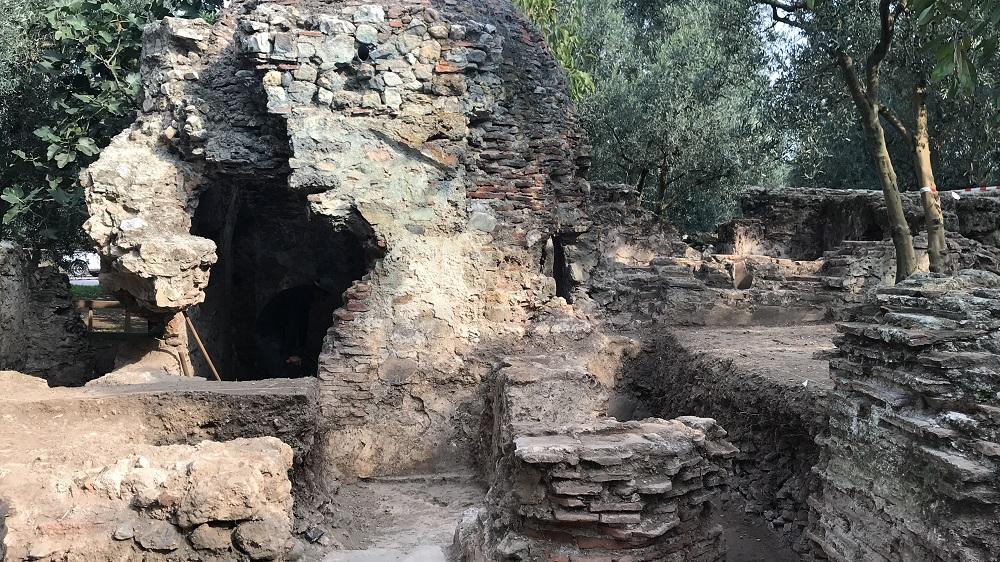 İznik'te zeytin bahçesinden 700 yıllık hamam çıktı