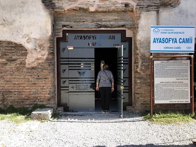 1700 yıllık Ayasofya'ya cam kapı tepki çekti
