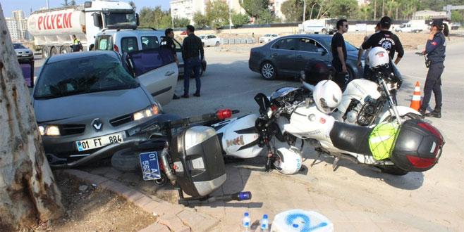 Otomobil, askeri araç ve polis motosikletlerine çarptı: 3 yaralı