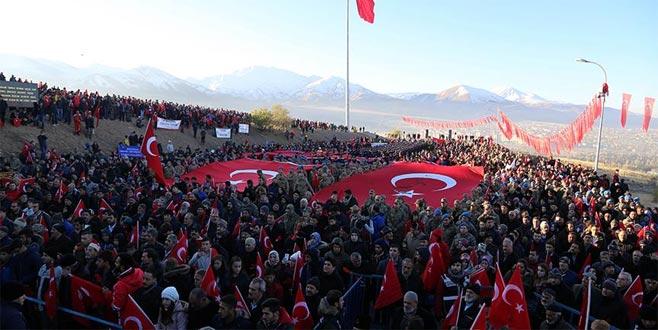 Binlerce kişi 'ecdada saygı' için yürüdü