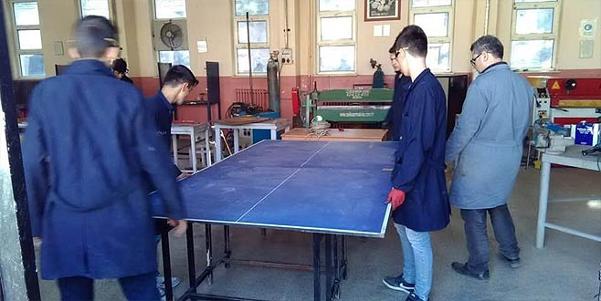 Lise öğrencilerinden köy okullarına destek