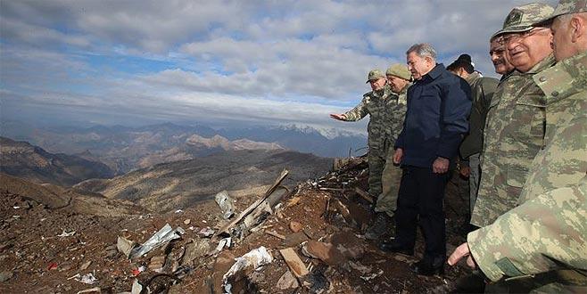 Bakan Akar ve komutanlardan patlama bölgesinde inceleme