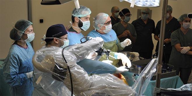 Türkiye'de ilk! Robotla sıfır hatalı diz ve kalça ameliyatı