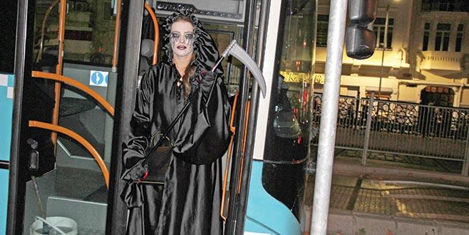 Halk otobüsünden Azrail indi