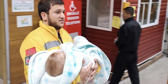 1 yaşındaki bebeğin boğazına 50 kuruş takıldı