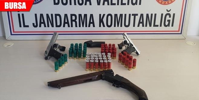 Çalıntı silahlarla yakalandılar