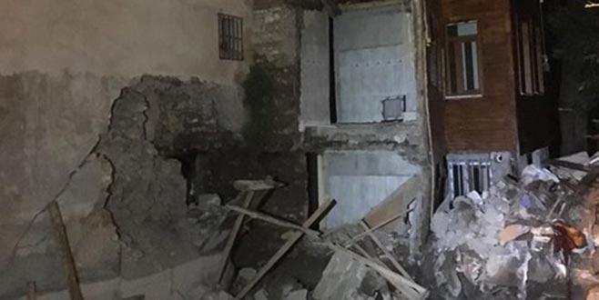Fatih'te çökme riski nedeniyle 2 bina boşaltıldı