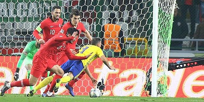 Rumen hakemden İsveçli futbolcuya iki penaltı sözü