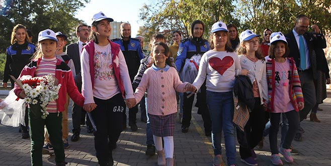 Adana'da şehit kızına Bursa'dan anlamlı ziyaret