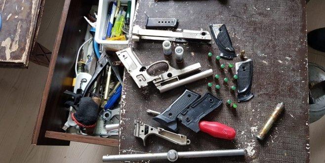 İhbar geldi, operasyon düzenlendi: Çok sayıda silah ele geçirildi