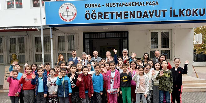 Belediyeden okullara eğitim seti desteği