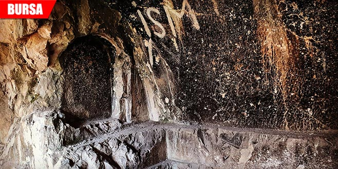 Tarihi kaya mezar tahrip edildi