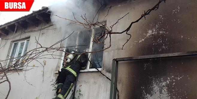 2 katlı evde korkutan yangın