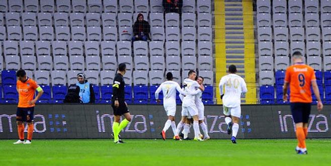 Lider Başakşehir evinde Sivasspor'a yenildi