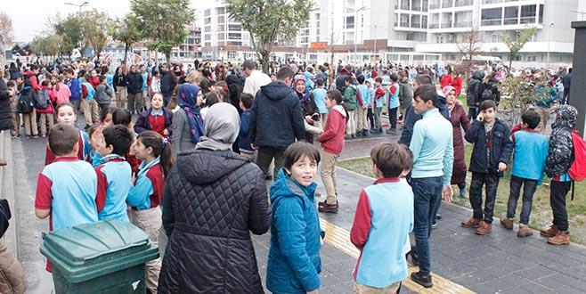 Okulda yangın paniği! Yüzlerce öğrenci tahliye edildi