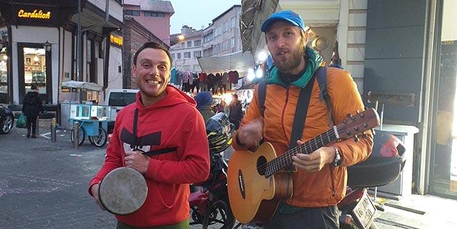 Biri Rus, ikisi Ukraynalı 3 kafadar! Bursa sokaklarında