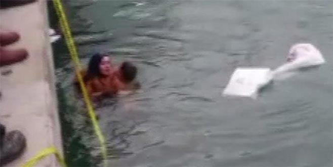 Otomobil denize düştü