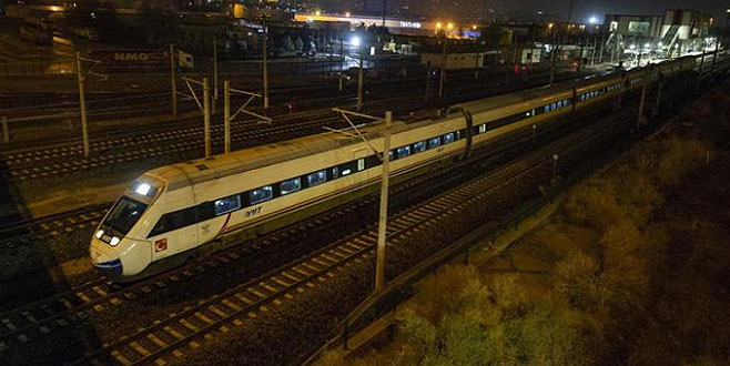 Kaza sonrası ilk tren bu sabah geçti