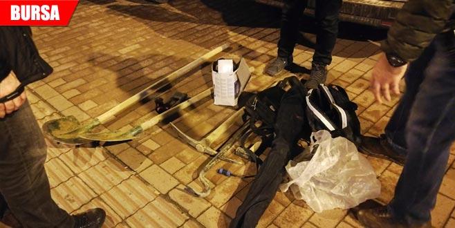 Devriye gezen polis şüphelendi! Suç aletleriyle yakalandılar